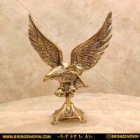مجسمه برنزی عقاب